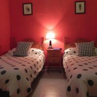 Hotel Pictures: Hostal Restaurante Playa Hidalgo, Rota