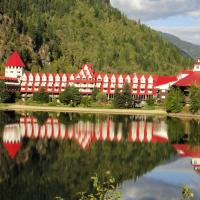 Hotel Pictures: Three Valley Lake Chateau Ltd., Revelstoke