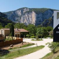 Hotel Pictures: Vacancéole - Le Domaine de Chames, Vallon-Pont-d'Arc