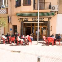 Hotel Pictures: Hostal Juventus, Portbou
