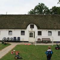 Hotel Pictures: Kristiansminde Farm Holiday, Tistrup