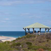 Hotel Pictures: Moore River Beach Shack, Guilderton