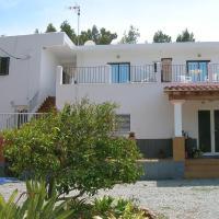 Hotel Pictures: Pensión Las Tres Golondrinas, Es Figueral Beach