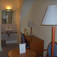 Triple Room with Shared Bathroom and Park View
