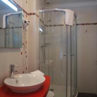 Hotel Pictures: Hostellerie Saint Germain, Saint-Germain-lès-Arlay