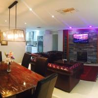 Zdjęcia hotelu: 5 Bedroom Modern Home, Rockingham