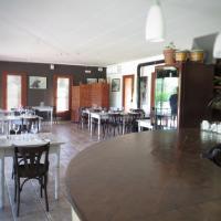 Фотографии отеля: Hostal de l'Aigua, Sant Llorenç de la Muga