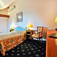 Hotel Pictures: Le Grand Monarque, La Charité-sur-Loire