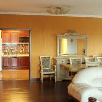 Hotellbilder: Apartment on Mendikulov Street, Almaty