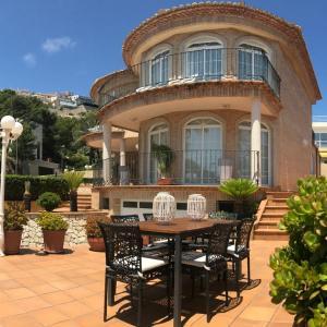Hotel Pictures: Luxury Villa Cap Blanc Beach Cullera (Valencia), Faro de Cullera