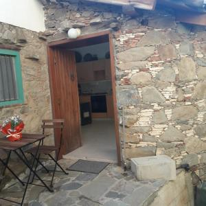 Hotel Pictures: Eftychia's Guest House, Gourri