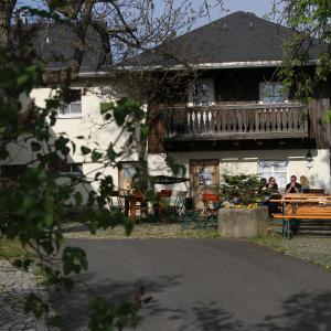 Hotel Pictures: Ferienwohnungen Steinhaus, Thierstein
