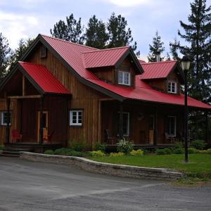 Hotel Pictures: Ranch Canadien- Séjour Tout Inclus, East Broughton Station