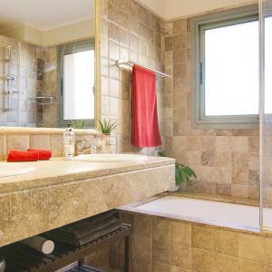 Hotel Pictures: Benatalaya Apartment, Benahavís
