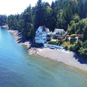 Hotel Pictures: Vancouver Island Castle Cove Inn, Chemainus