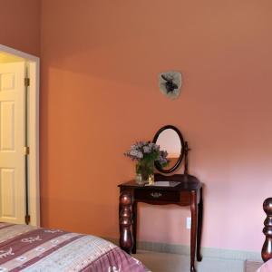 Hotel Pictures: Mulvehill Creek Wilderness Inn and Wedding Chapel, Revelstoke