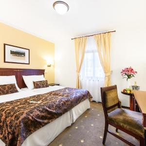 Hotel Pictures: Hotel & Apartments U Černého orla, Třebíč