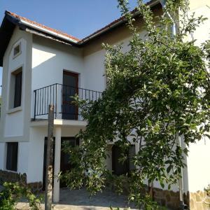 Hotel Pictures: Popovi Koshari Guest house, Dolno Panicherevo