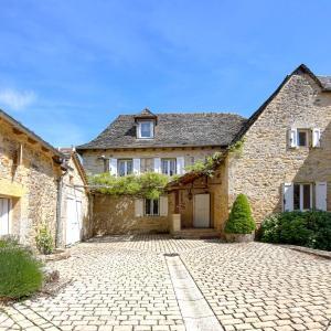 Hotel Pictures: La Source Gilhodes, Castelnau-de-Mandailles