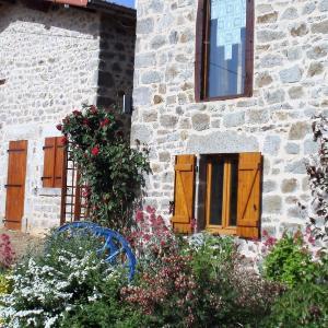 Hotel Pictures: Holiday Home hameau de benetie, Saint-Dier-d'Auvergne