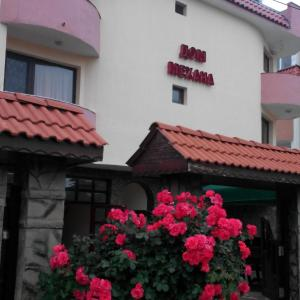 Hotel Pictures: Karadarlievi Guest House, Chernomorets