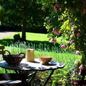Hotel Pictures: Les Gites du Berger, Saint-Georges-de-Mons