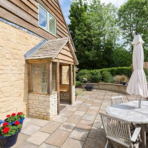 Hotel Pictures: West Barn Cottage, Andoversford