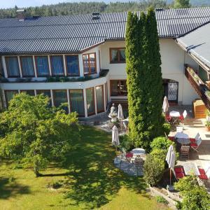 Hotelbilleder: Hotel garni Landhaus Servus, Velden am Wörthersee