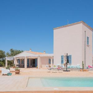 Hotel Pictures: Casa Can Blau, Ses Salines