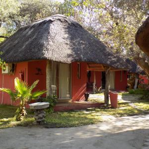 Hotel Pictures: Jump Street Chalets, Maun