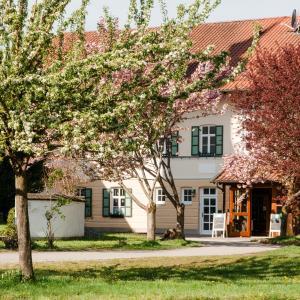 Hotel Pictures: Gasthaus Inselkammer, Höhenkirchen-Siegertsbrunn