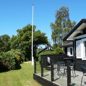 Hotel Pictures: Karrebæksminde, Enø By