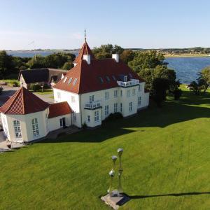 Hotel Pictures: Sinatur Hotel Gl. Avernæs, Ebberup