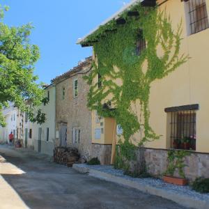 Hotel Pictures: Alojamiento Rural El Chico, Fornes