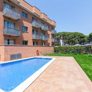 Hotel Pictures: Aparthotel Bardon, Castelldefels
