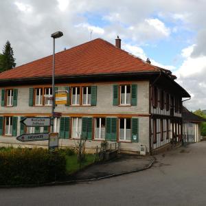 Hotel Pictures: Ferienwohnung Schulhaus Hirschmatt, Guggisberg