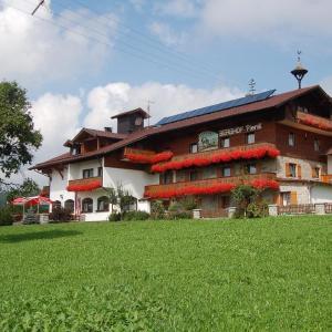 Hotel Pictures: Berghof Pension und Ferienwohnungen, Bischofsmais