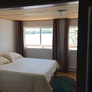 Hotel Pictures: Lang Lake Resort, Espanola