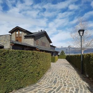 Hotel Pictures: Casa en Alp, con zona jardín privado y zona comunitaria, Alp