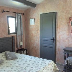 Hotel Pictures: La Garrigue des Alpilles, Eygalières