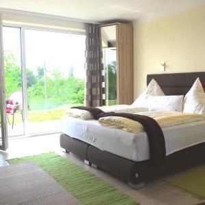 Hotel Pictures: Kirschberghof Gästehaus und Weinverkauf, Sommerhausen