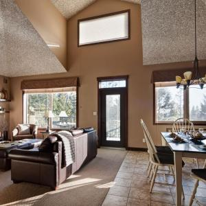 Hotel Pictures: Spring Creek Chalet, Radium Hot Springs