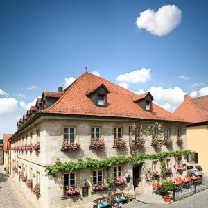 Hotel Pictures: Gasthof Hotel Weinbau 'Zum Goldenen Ochsen', Sommerhausen