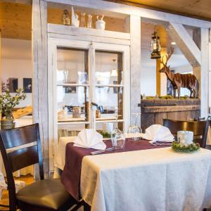 Hotel Pictures: Fischers Alpenhotel, Frutt