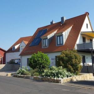 Hotelbilleder: Weingut Herbert Schuler - Ferienwohnungen Gästehaus Bärbel, Obereisenheim