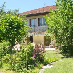 Hotel Pictures: Chez Colombine, Chaponost