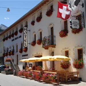 Hotel Pictures: Hotel Crusch Alba, Sta Maria Val Müstair