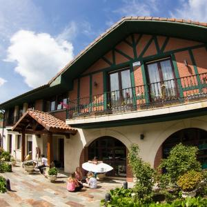 Hotel Pictures: Sopela Beach House, Sopelana