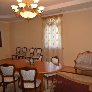 Hotellikuvia: Toba Guest House, Tsalenjikha