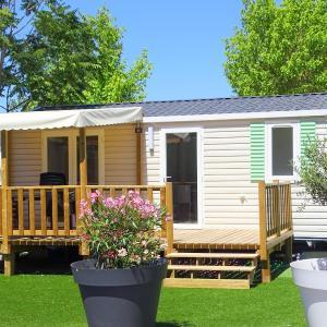 Hotel Pictures: Camping La Pinede, Gréoux-les-Bains